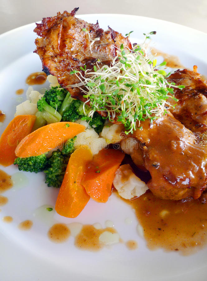 Free Organic Food - Chicken Chop & Vegetables Stock Photography - 9616452