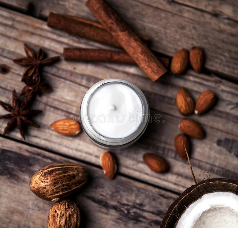 Organicznie śmietanki, płukanki dla twarzy i ciało, Naturalna opieka dla piękno zdrowie i młodocianej skóry Eco kosmetyki zdjęcie stock