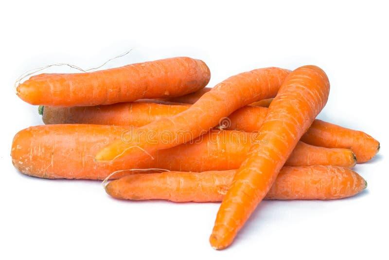 Organicznie Świeże marchewki na białym tle fotografia stock