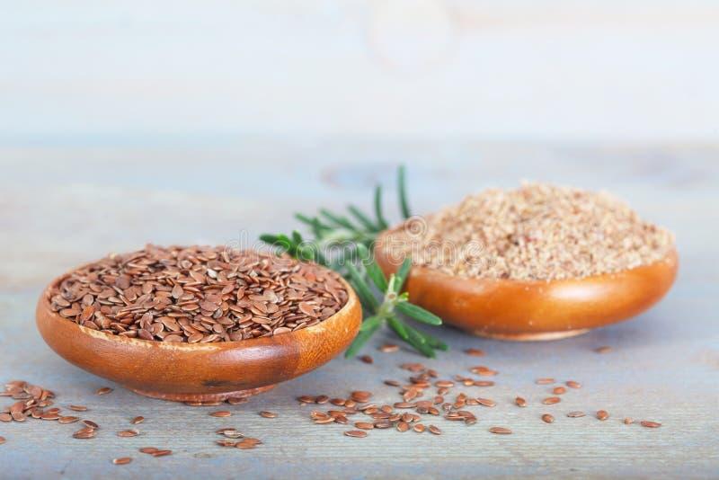 Organicznie linseeds i zmieloni flaxseeds obraz stock