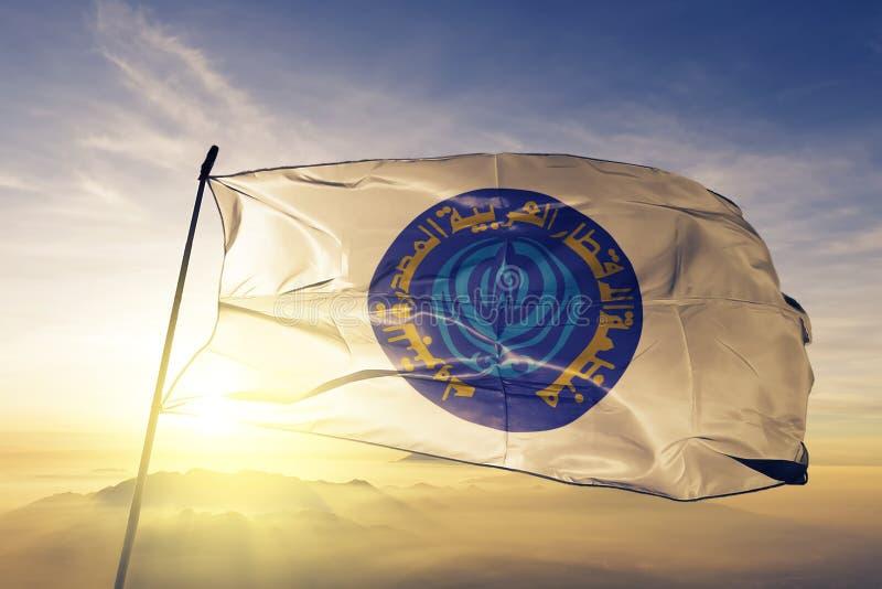 Organisatie van de Arabische Olieuitvoerende OAPEC van Landen stof die van de vlag textieldoek op de hoogste mist van de zonsopga stock illustratie