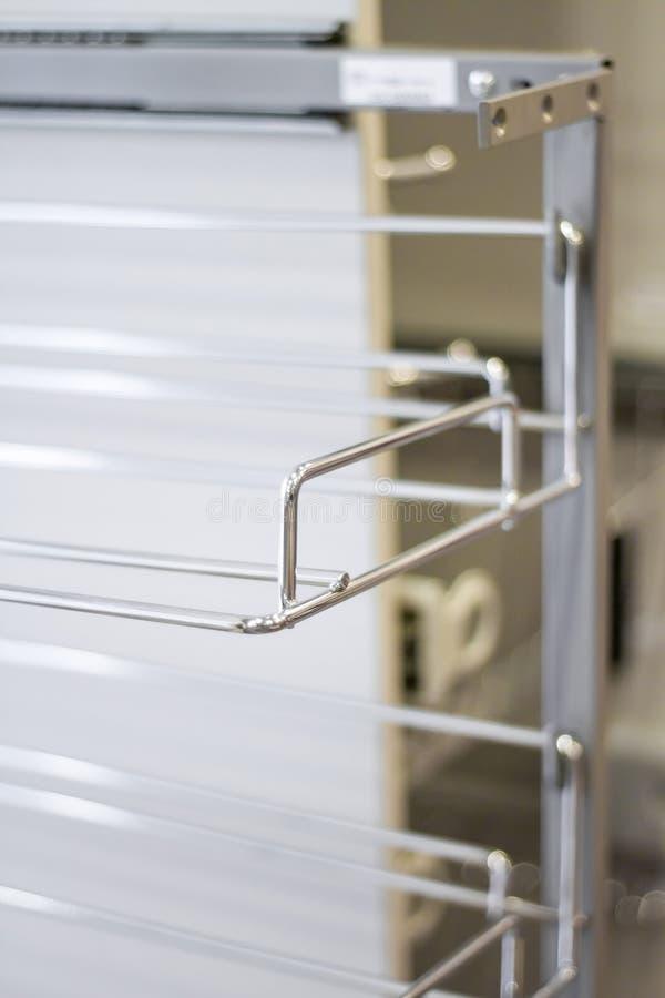 Organisatoren voor keukengerei De toebehoren van het meubilair Gebouwd in materiaal royalty-vrije stock fotografie