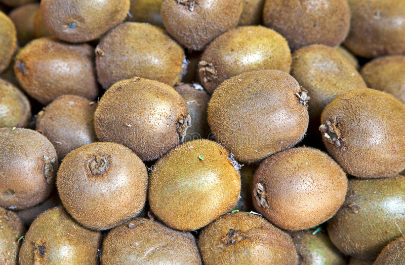 Organisch kiwifruit in een stapel stock afbeeldingen