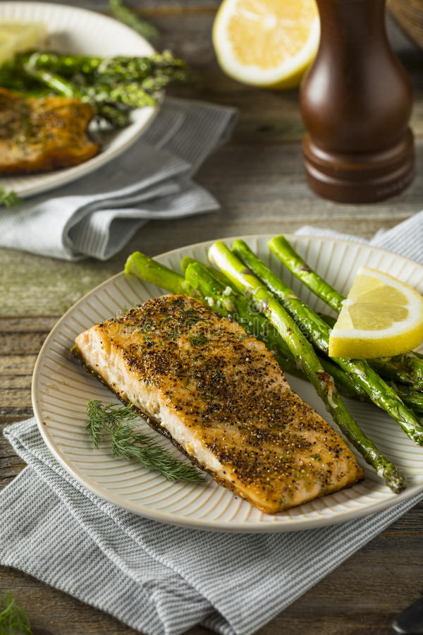 Organisch Pan Seared Salmon stock foto's