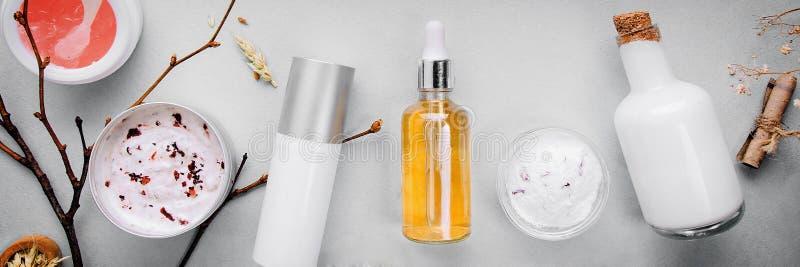 Organische Biokosmetik mit Kräuterbestandteilen Natürlicher Auszug des Bernsteines, Gold Ölt Serum handmade stockfoto