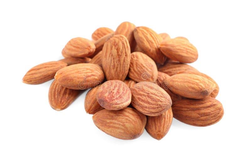 Organische droge abrikozenpitten op wit royalty-vrije stock afbeeldingen