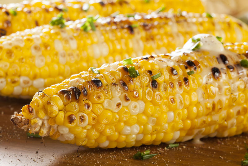 Organische gegrillte Maiskörner lizenzfreie stockfotos