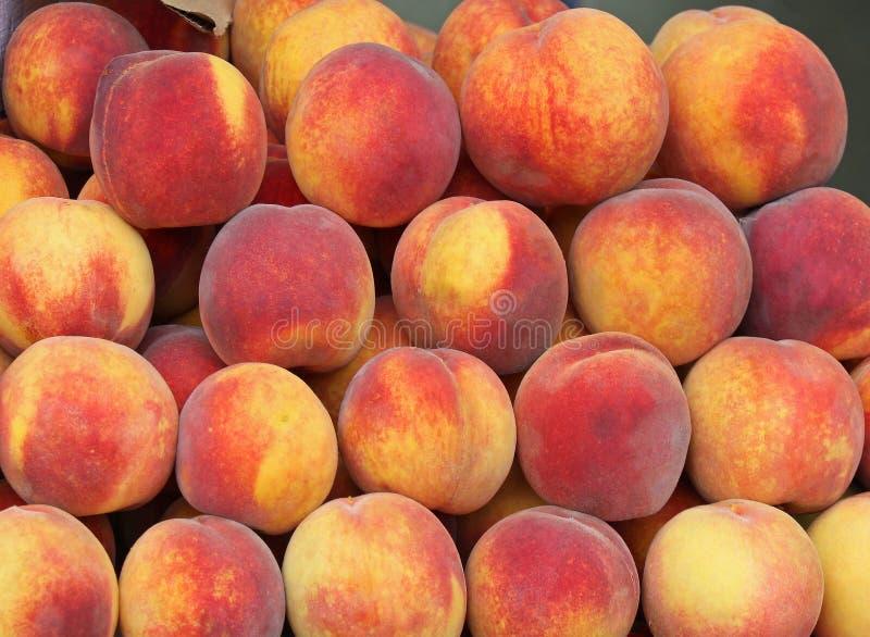 Organische Pfirsiche lizenzfreie stockbilder