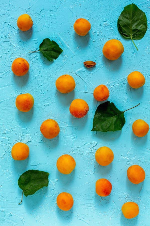Organische süße Aprikosen lizenzfreie stockfotos