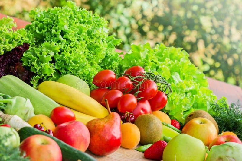 Organische vruchten en groenten stock afbeeldingen