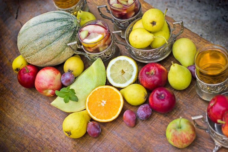 Organische vruchten - ingrediënten van sangria en cider stock foto's