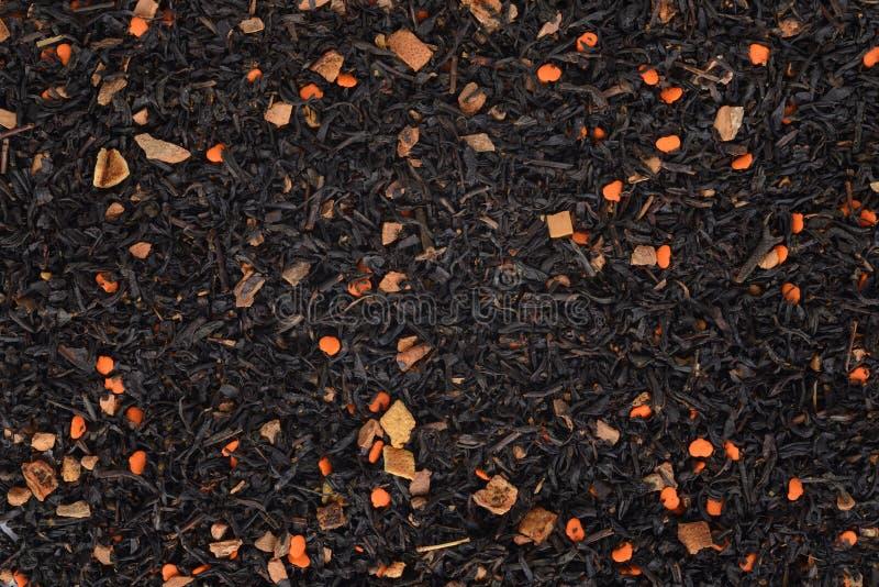 Organischer Chai-Tee mit Kürbishintergrund stockbild