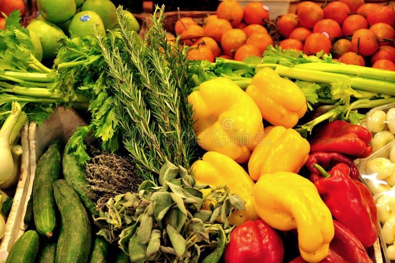 Organischer Gemüsemarkt in Italien stockfoto