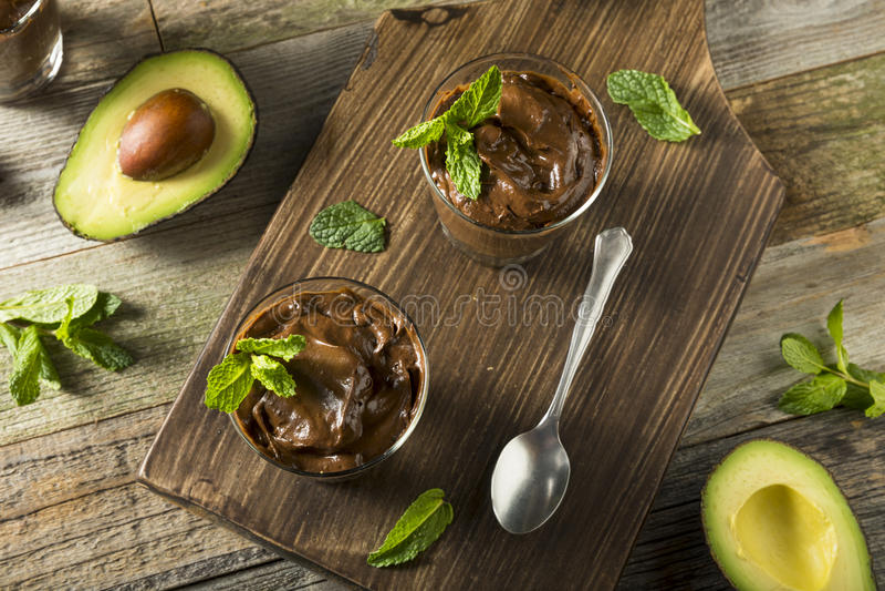 Organischer gesunder selbst gemachter Avocado-Pudding lizenzfreie stockfotos