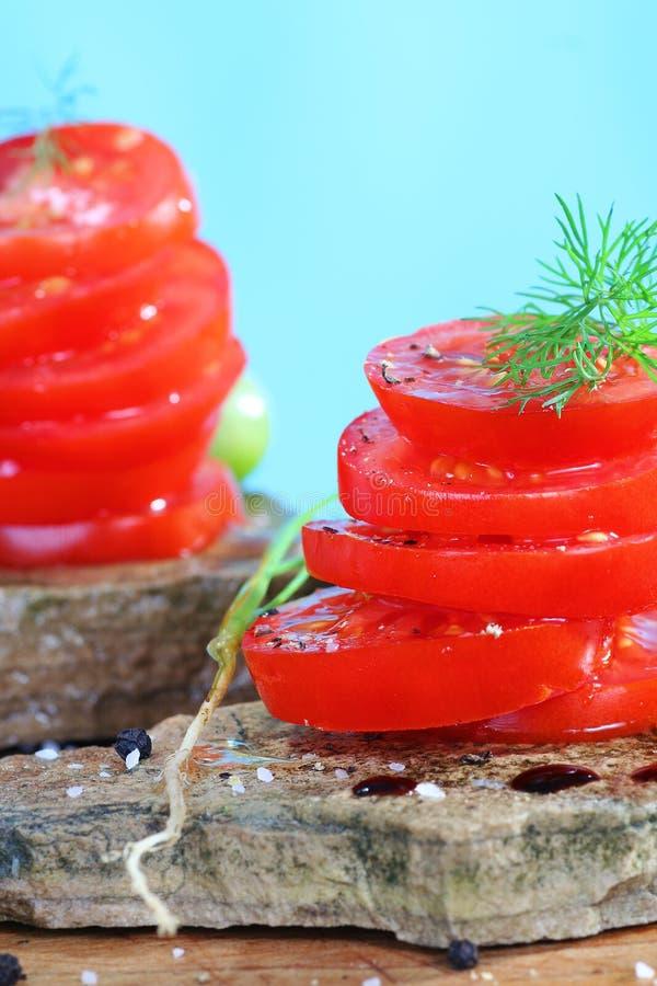 Organischer tomatoe Salat lizenzfreie stockfotos