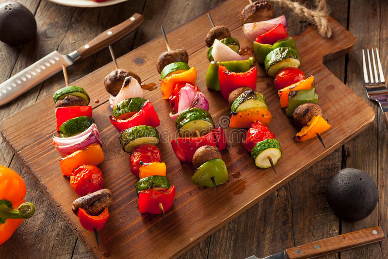Organisches selbst gemachtes Gemüse-Shish Kababs stockfotos
