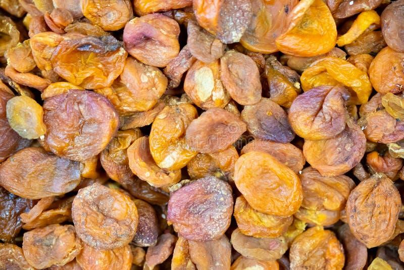 Organisches Usbek trocknete die Aprikosen, die auf lokalem Markt verkauft wurden lizenzfreie stockfotografie