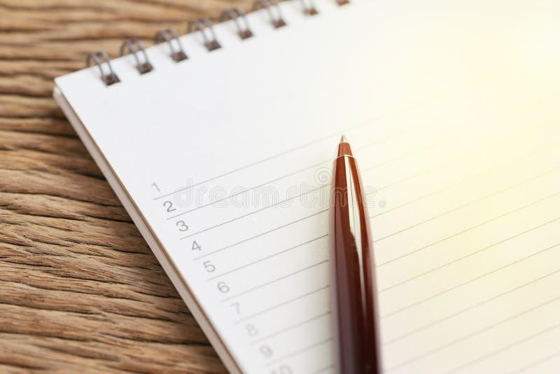 Organisera eller handstilprojekt som är personliga för att göra listor eller arbete, uppgift royaltyfri fotografi