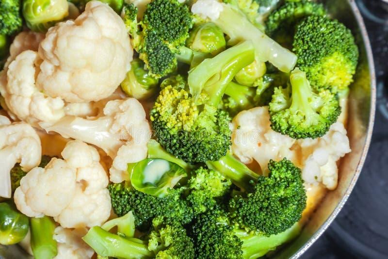 Organisk broccoli, bantar sund mat royaltyfri foto