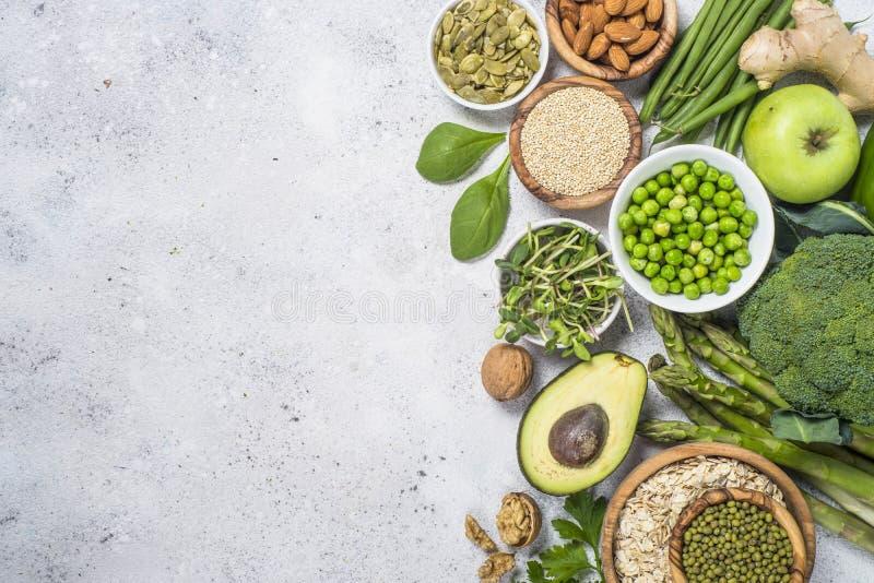 Organisk grön mat och sund strikt vegetarianmat arkivfoto