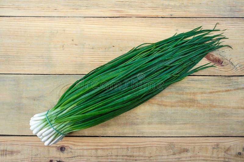 Organiska salladslökar, makro gröna grönsaker arkivfoton