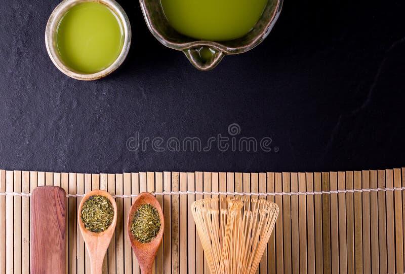Organiskt gr?nt Matcha te i en bunke royaltyfri foto