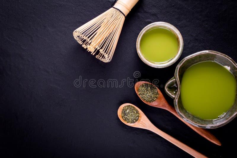 Organiskt gr?nt Matcha te i en bunke royaltyfri fotografi