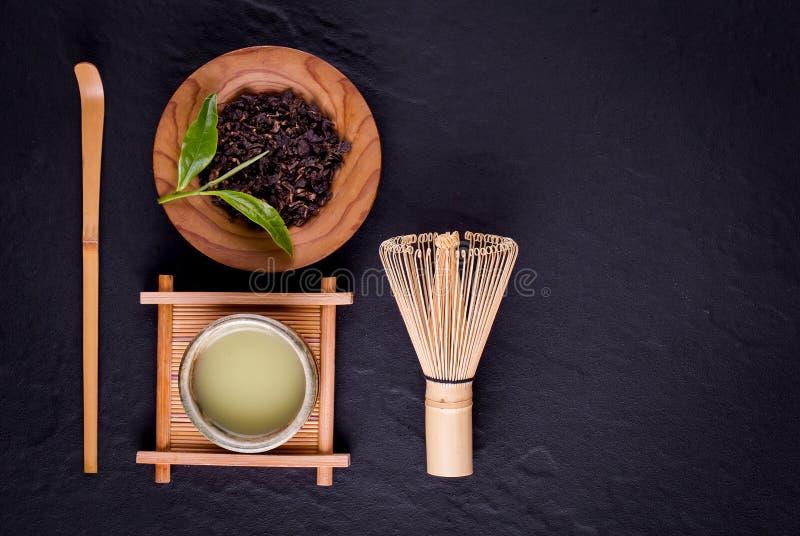 Organiskt gr?nt Matcha te i en bunke arkivbild
