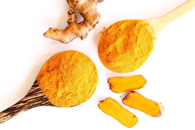 Organiskt pulver för gurkmeja (curcuma) med skeden royaltyfri fotografi