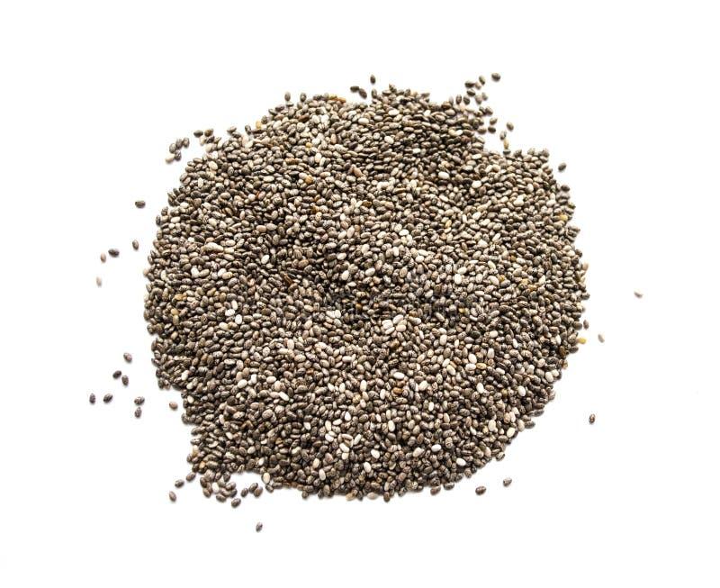 Organiskt torrt chiafrö som isoleras på en vit bakgrund Den näringsrika chiaen kärnar ur bakgrund Bästa sikt på chiafrö royaltyfria foton