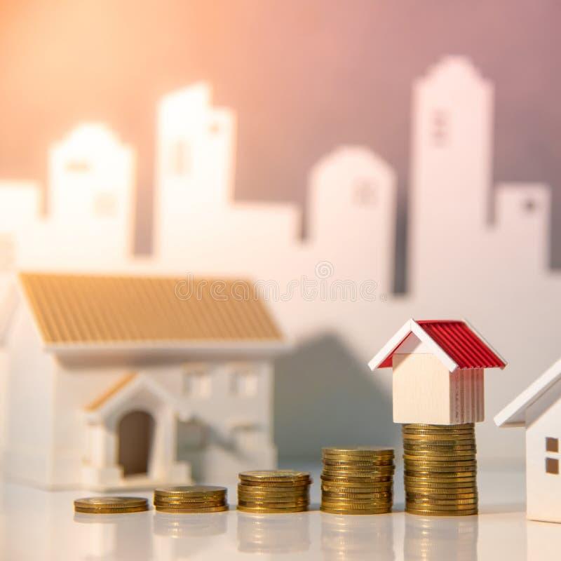 Organismos de investimento imobiliário Conceito da escada da propriedade imagens de stock royalty free