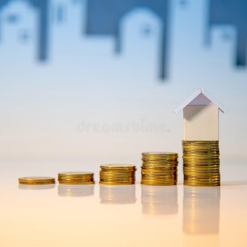 Organismos de investimento imobiliário Conceito da escada da propriedade foto de stock royalty free