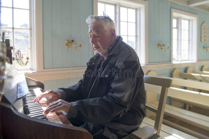 Organist Church av Alluitsoq, Grönland arkivbild