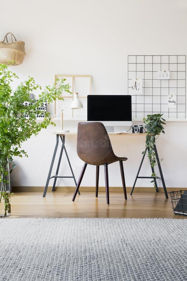 Organizador inspirado em um interior do espaço de trabalho do moderno com um s imagem de stock royalty free