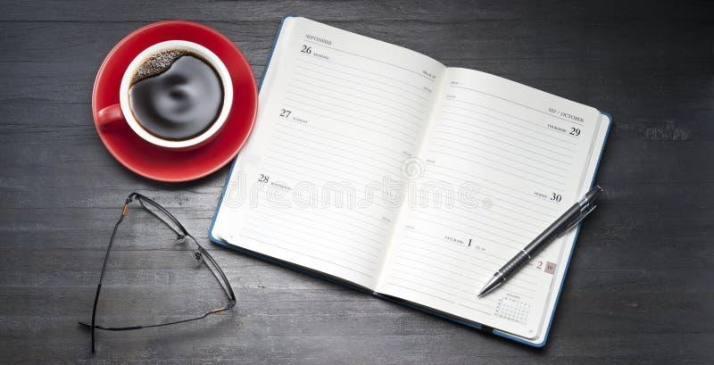 Organizzatore del diario del calendario aperto fotografia stock libera da diritti