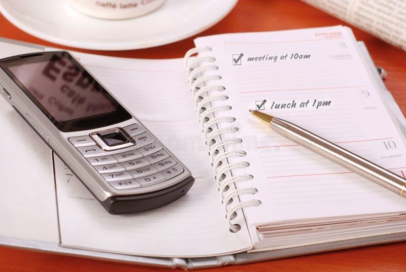 Organizzatore e telefono mobile fotografia stock