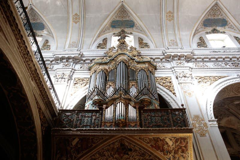 Organo della chiesa di Madeleine del san in Siviglia immagine stock