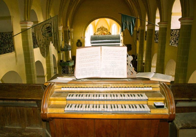 Organo della chiesa fortificato sassone anziano immagini stock