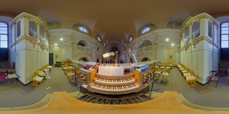 Organo nella chiesa cattolica di Piarists a Cluj-Napoca, Romania immagine stock