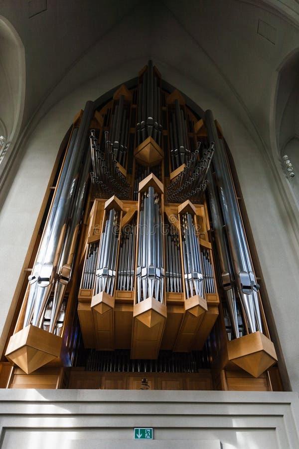 Organo nella chiesa di Hallgrimskirkja a Reykjavik immagini stock
