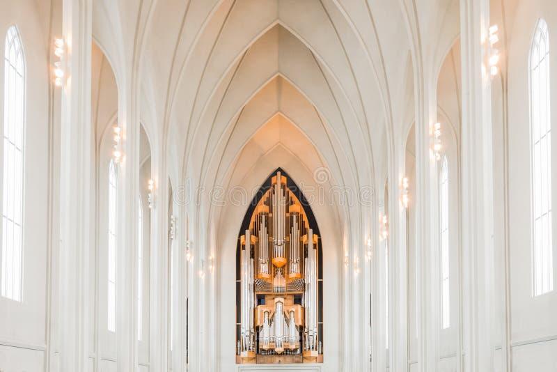 Organo o organo del coro alla chiesa di hallgrimskirkja in Reykjav immagini stock
