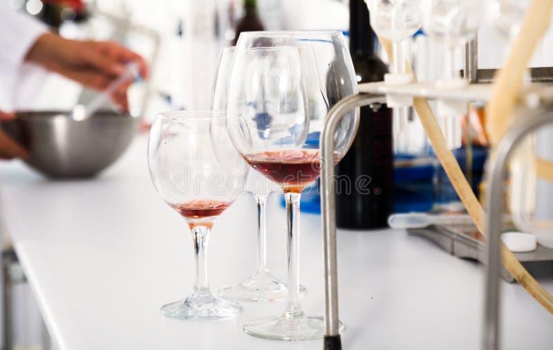 Organoleptische Eigenschaft für Wein im Labor von wunery von lizenzfreies stockfoto