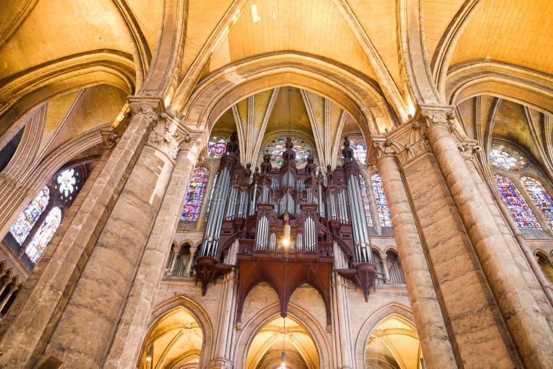 Download Organowa Chartres Katedralna Drymba Zdjęcie Stock - Obraz złożonej z catholicism, wiara: 13331204