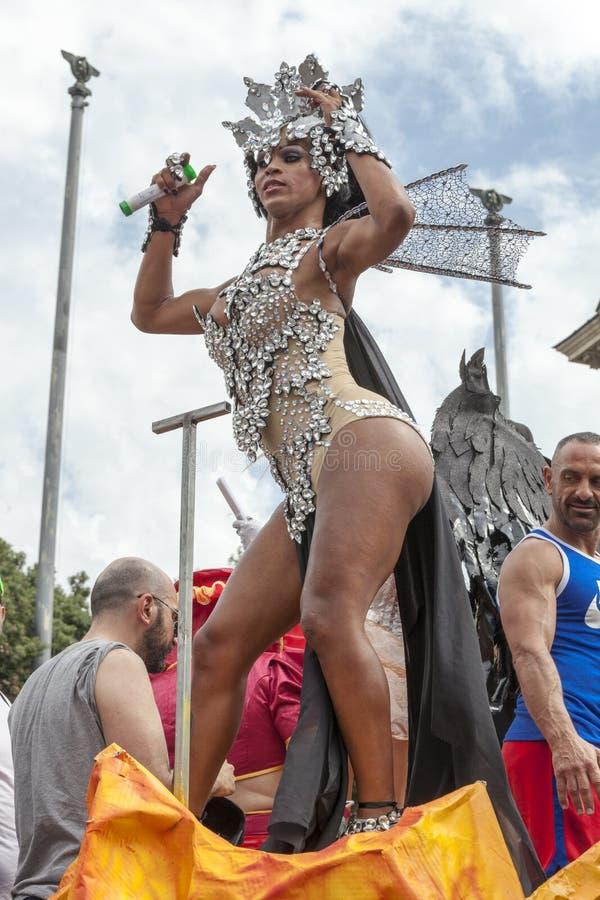 Download Orgoglio Di Roma 2015 - Gay Pride Italy - Attrazioni Sul Galleggiante Di Parata Immagine Stock Editoriale - Immagine di homophobia, ragazza: 55359514