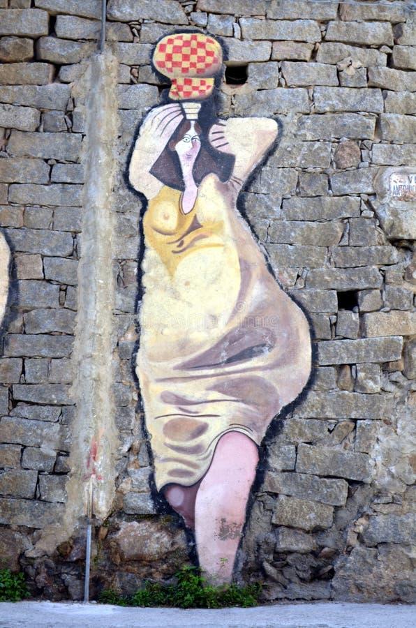 ORGOSOLO ITALIE le 4 octobre 2015 Murales dans Orgosolo Italie puisqu'environ 1969 les peintures de mur reflètent différents aspe image stock