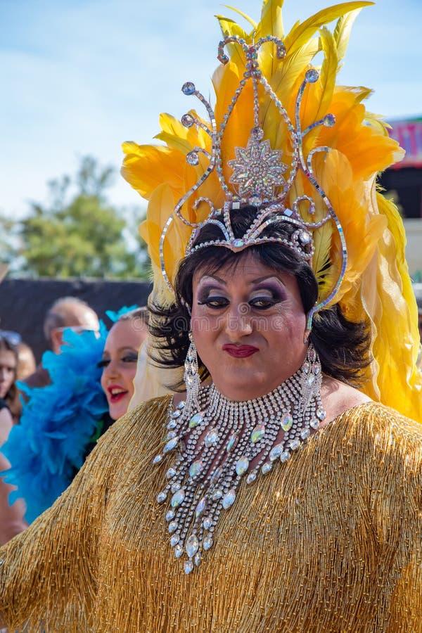 Orgulho dos povos lésbicas, alegres, do bisexual e de transgender nas ruas de Sitges, Espanha em 17 Juny, 2018 imagem de stock