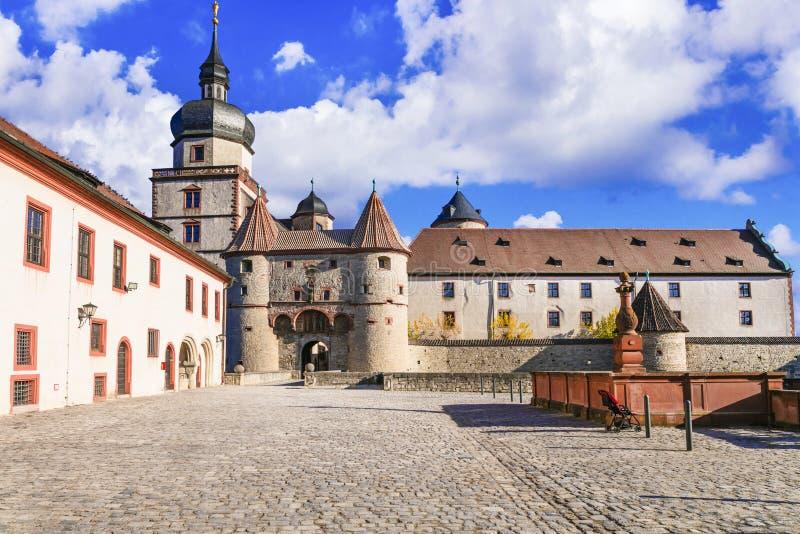 Ori?ntatiepunten van Duitsland - middeleeuwse vesting Marienberg Symbool van de stad van Wurzburg beieren royalty-vrije stock fotografie