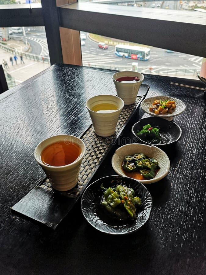 Orientale-stijl-eetapparaten in high-end shanghai-restaurant stock foto's