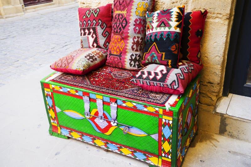 Orientalisch, Türkisch, Aserbaidschan, Arabisch, Indische schöne handgefertigte Kissen lizenzfreies stockfoto