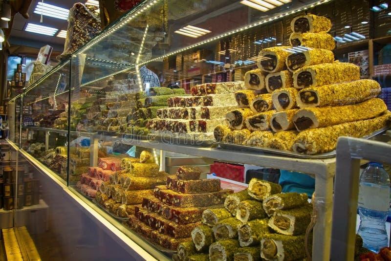 Orientalische Bonbons am Markt lizenzfreies stockfoto